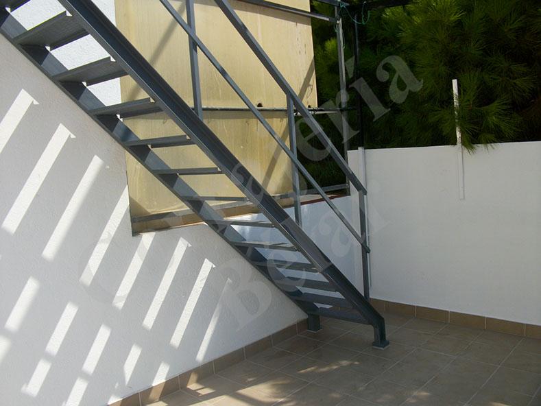 Cerrajeria belar escaleras en hierro escaleras en - Escaleras de hierro para exterior ...